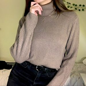 ✨H&M Taupe turtle neck✨